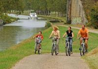 loire a velo trip . Find an escape in france with bike rental